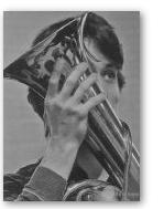 Wagner-tuba met NSO-musicienne. (Foto: Martin Bosker.)